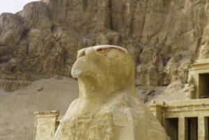 Dios Horus en el templo de Hatshepsut