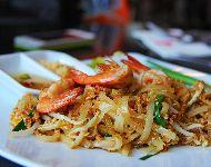 Pad-Thai tallarines salteados con pollo