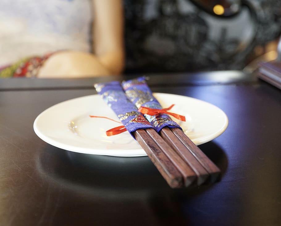 Se utilizan palillos en las comidas