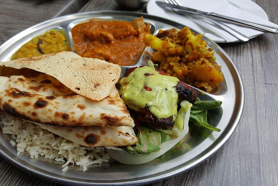 La comida de la calle (callejera) está bien para comer